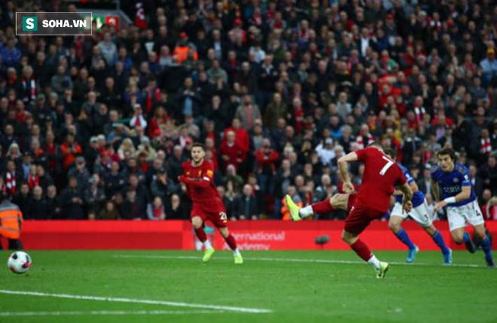 """Liverpool """"chết đuối vớ được cọc"""", nối dài chuỗi toàn thắng nhờ quả penalty phút 90+5 - Ảnh 1."""