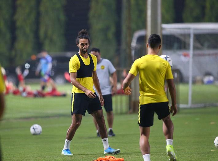 Tích cực nhập tịch trước ngày đấu Việt Nam, Malaysia bị cầu thủ châu Phi lừa một vố đau - Ảnh 2.