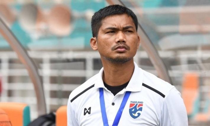 Lên tiếng xin lỗi, HLV U19 Thái Lan bị fan nhà tặng cơn mưa gạch đá - Ảnh 1.