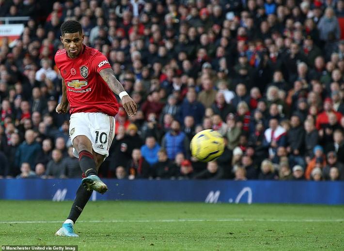 Giành 3 điểm trong trận đấu kỳ quặc, Man United nhảy vọt chóng mặt trên BXH Premier League - Ảnh 2.