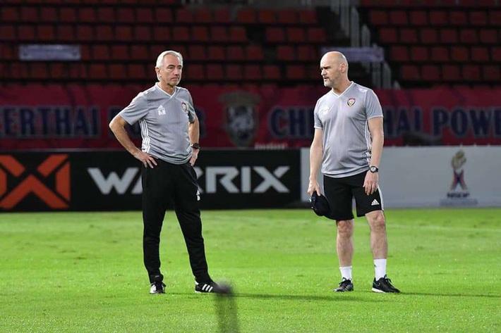 Nội bộ UAE lục đục ở Bangkok; Suphanat giải cứu U-19 Thái Lan - Ảnh 6.
