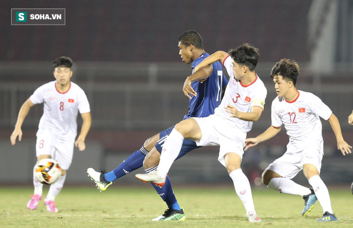 HLV Philippe Troussier lý giải về màn đá bóng ma gây tranh cãi của U19 Việt Nam - Ảnh 1.