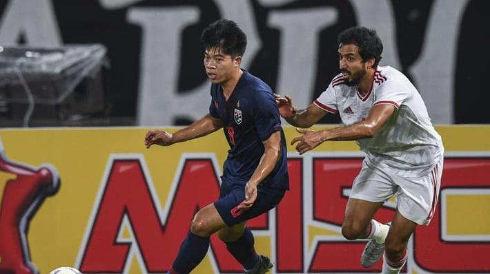 Học theo Iniesta, sao trẻ giúp Thái Lan nhấn chìm UAE được FIFA khen hết lời - Ảnh 2.