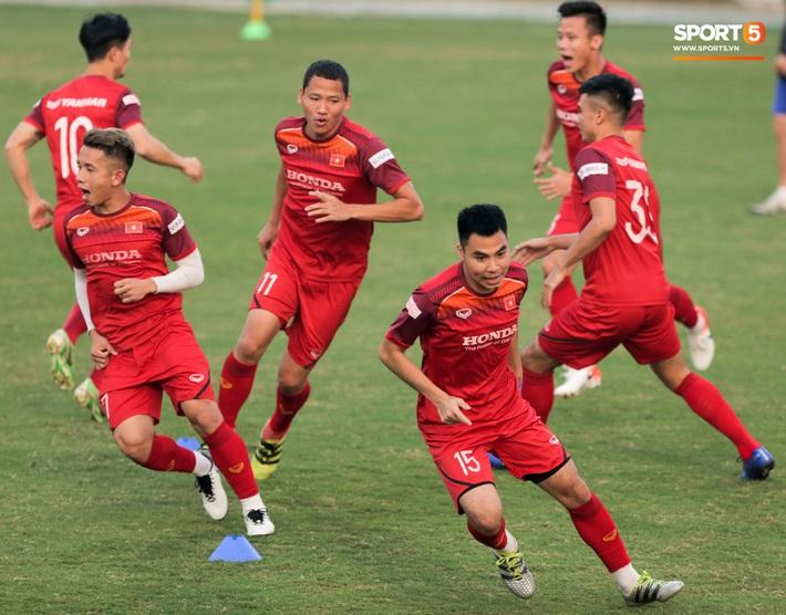 Tuấn Anh bị Đức Huy bắt nạt, đuổi khỏi vị trí ở trò chơi gây mất tình anh em tại tuyển Việt Nam - Ảnh 1.