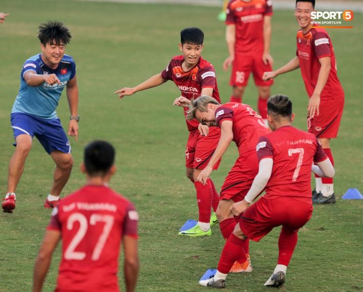 Tuấn Anh bị Đức Huy bắt nạt, đuổi khỏi vị trí ở trò chơi gây mất tình anh em tại tuyển Việt Nam - Ảnh 12.
