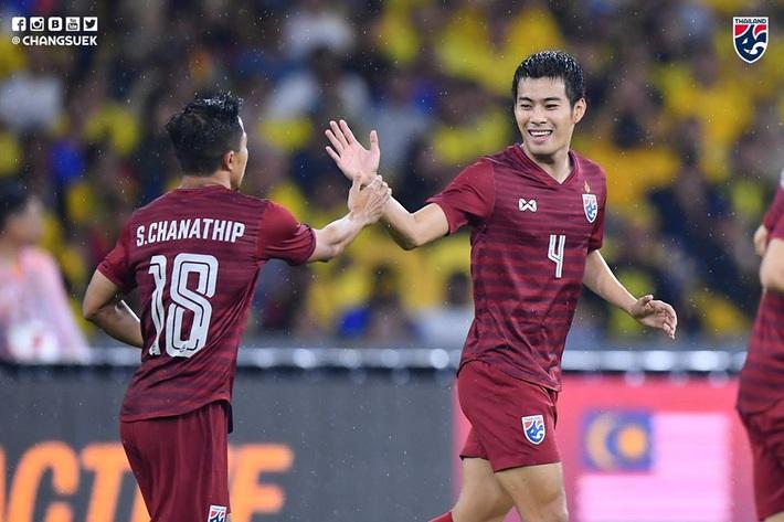 """""""Đầu voi đuôi chuột"""", Thái Lan gục ngã, cay đắng dâng ngôi đầu bảng cho Việt Nam - Ảnh 2."""