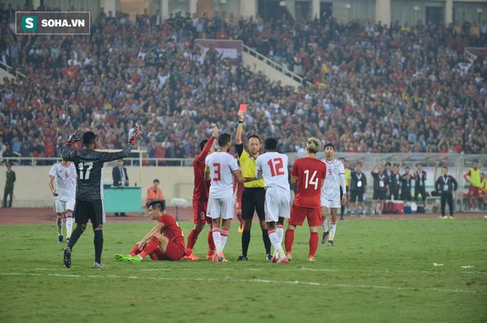 Bàn thắng và thẻ đỏ: Sự trùng hợp kỳ lạ giữa Tiến Linh với nhà vô địch World Cup 2010 - Ảnh 1.