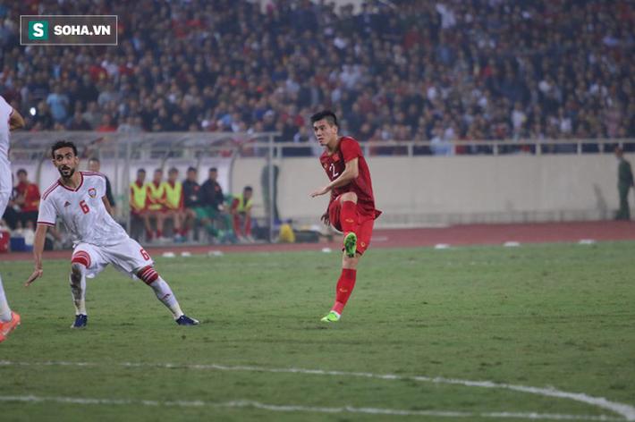 Bàn thắng và thẻ đỏ: Sự trùng hợp kỳ lạ giữa Tiến Linh với nhà vô địch World Cup 2010 - Ảnh 2.