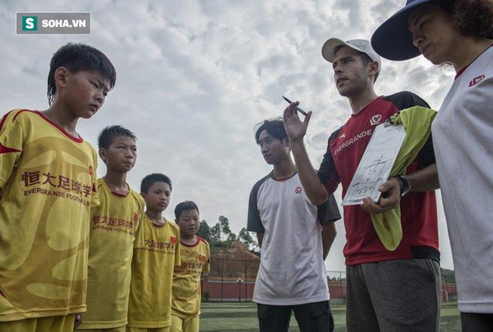 Bóng đá Trung Quốc chìm trong sợ hãi, mới thấy giá trị sức mạnh mà Việt Nam đang có - Ảnh 3.