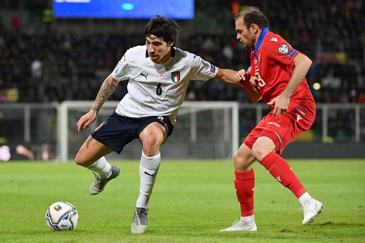 MU dứt điểm Pirlo mới, Mourinho muốn có Dybala - Ảnh 1.