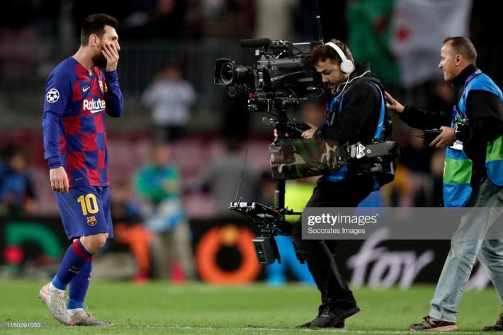 Barcelona trượt ngã, Premier League mỉm cười trong đêm điên rồ của Champions League - Ảnh 1.
