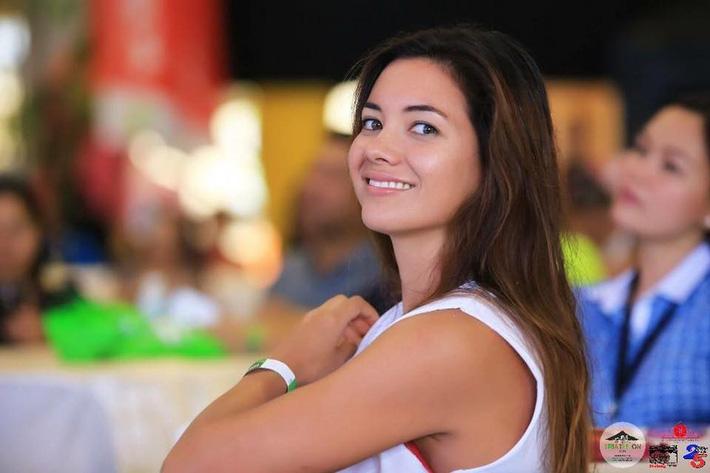 Chủ nhà Philippines cử... người mẫu gợi cảm tranh HCV triathlon SEA Games - Ảnh 1.