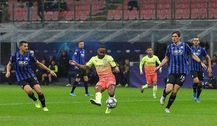 Kyle Walker thủ môn bất đắc dĩ, Man City cưa điểm Atalanta - Ảnh 1.