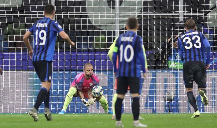 Kyle Walker thủ môn bất đắc dĩ, Man City cưa điểm Atalanta - Ảnh 10.