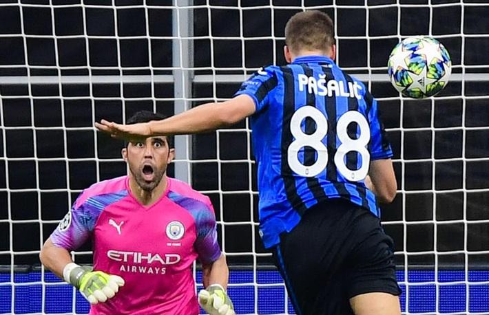 Kyle Walker thủ môn bất đắc dĩ, Man City cưa điểm Atalanta - Ảnh 5.