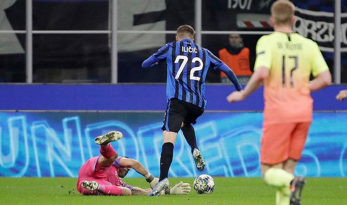 Kyle Walker thủ môn bất đắc dĩ, Man City cưa điểm Atalanta - Ảnh 6.