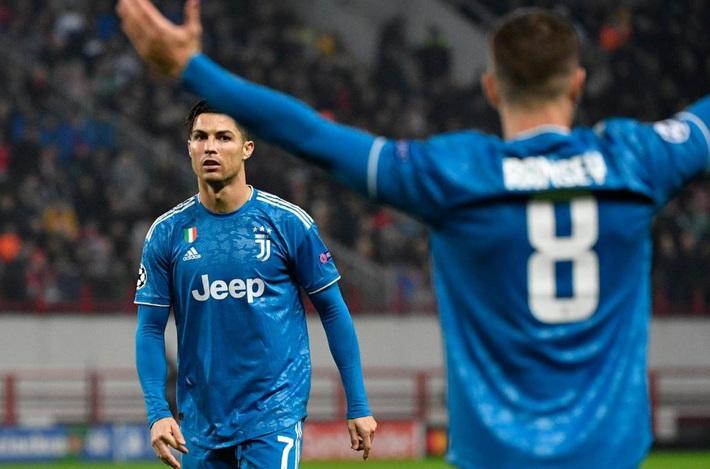 Cả năm mới có quả đá phạt ra tấm ra món, nhưng Ronaldo bị đồng đội cướp mất bàn thắng - Ảnh 5.