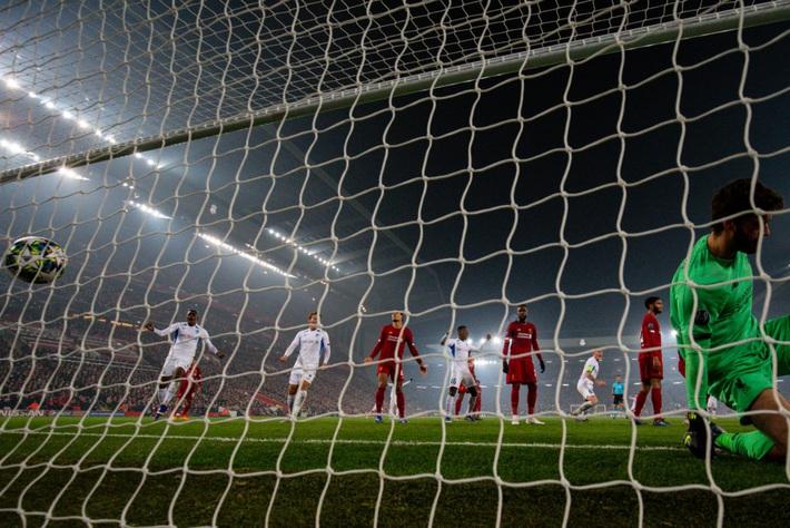 Vết nứt trên tấm khiên sẽ khiến Liverpool sụp đổ trước Man City? - Ảnh 2.