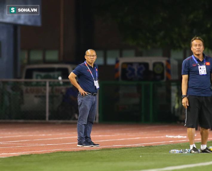 HLV Lê Thụy Hải: Tôi ngạc nhiên vì sao ông Park lại thay đổi thủ môn và hàng phòng ngự - Ảnh 3.