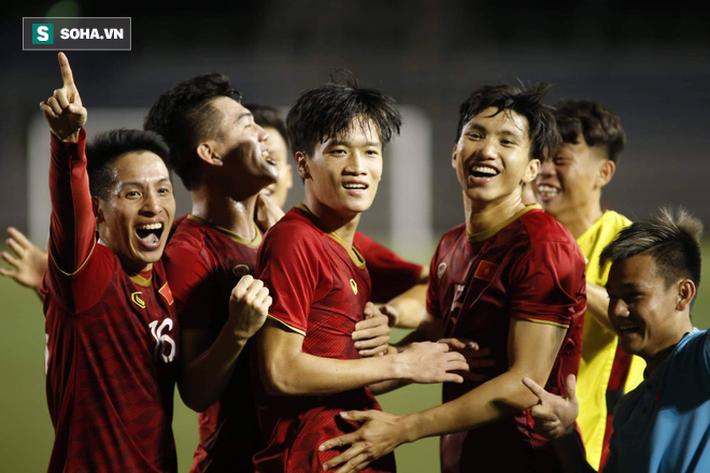 HLV Lê Thụy Hải: Tôi ngạc nhiên vì sao ông Park lại thay đổi thủ môn và hàng phòng ngự - Ảnh 4.