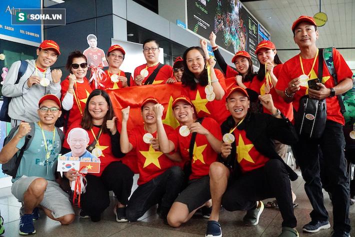 CĐV Việt Nam đổ bộ Manila từ nhiều nơi, chờ thầy trò HLV Park Hang-seo mở hội - Ảnh 1.