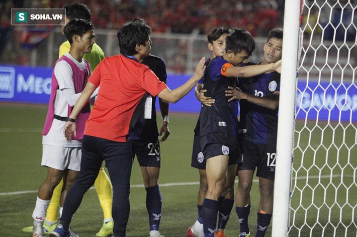 Khiến Campuchia lỡ hẹn với HCĐ SEA Games, sao gốc Việt khóc nức nở giữa cảnh đầy trớ trêu - Ảnh 10.