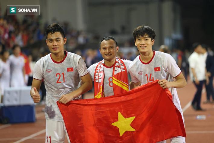 Trong ngày vui dân tộc, đừng quên những người nép mình vì Việt Nam vô địch - Ảnh 3.