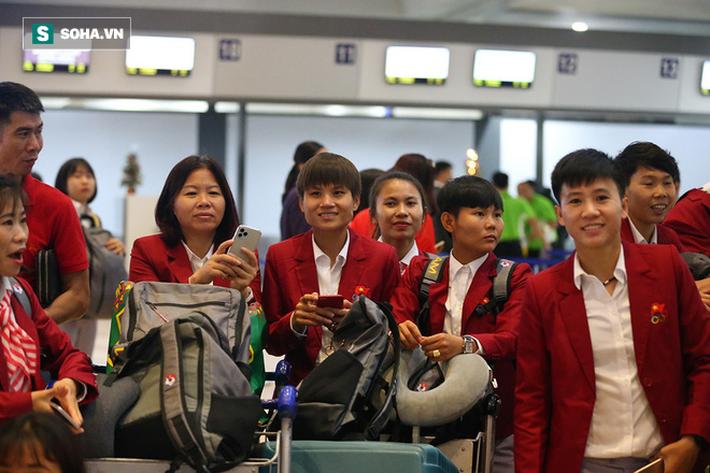 U22 và tuyển nữ Việt Nam rạng rỡ lên đường về nước - Ảnh 8.