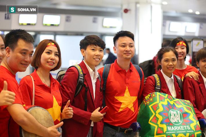 U22 và tuyển nữ Việt Nam rạng rỡ lên đường về nước - Ảnh 9.