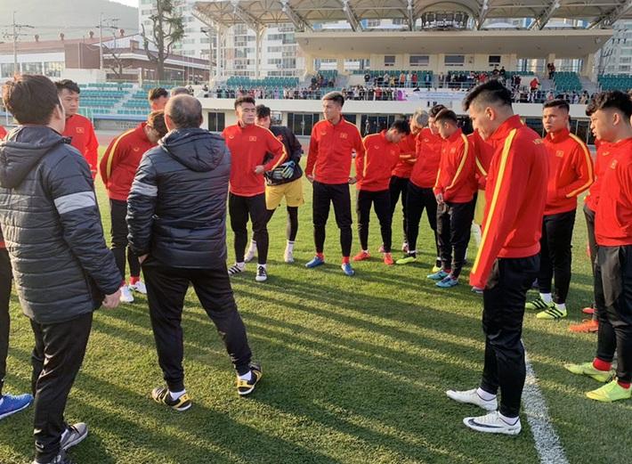 U23 Việt Nam khổ luyện dưới trời lạnh 5 độ C ở Hàn Quốc - Ảnh 2.