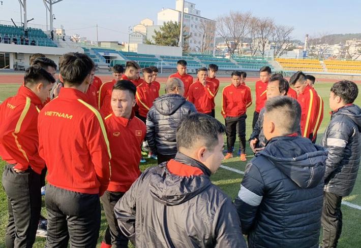 U23 Việt Nam khổ luyện dưới trời lạnh 5 độ C ở Hàn Quốc - Ảnh 3.