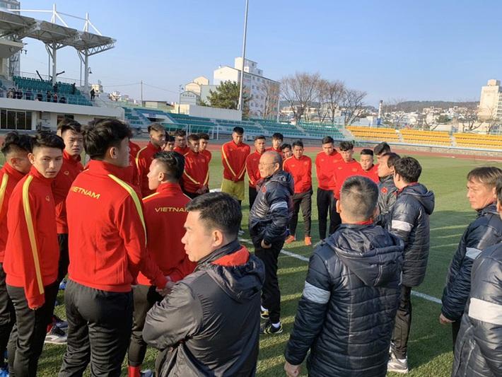 U23 Việt Nam khổ luyện dưới trời lạnh 5 độ C ở Hàn Quốc - Ảnh 4.
