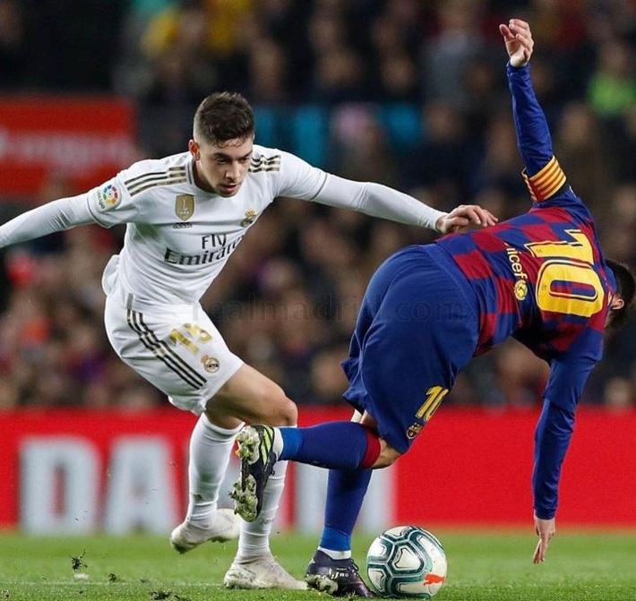Lập siêu phẩm đánh đầu, Ronaldo làm lu mờ Messi và Siêu kinh điển Barca - Real - Ảnh 2.