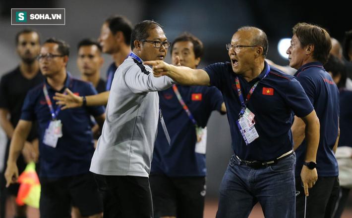 Chùm ảnh: HLV Park Hang-seo mạnh mẽ cản dàn cầu thủ Indonesia cà khịa Nguyễn Tiến Linh - Ảnh 8.