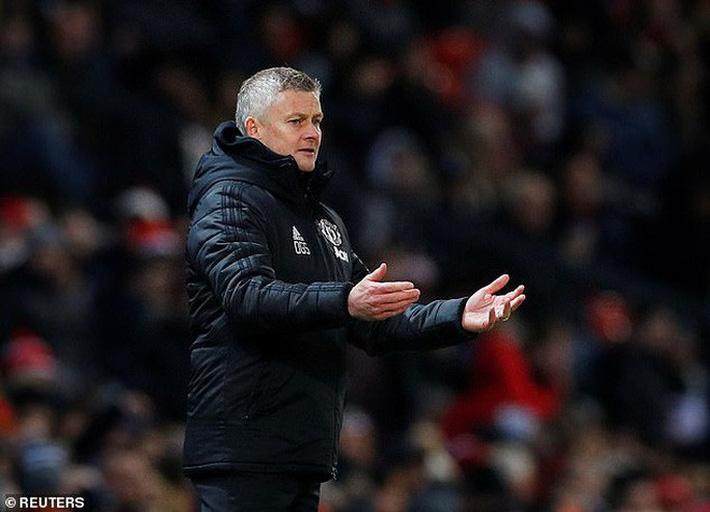 Mất điểm ngỡ ngàng sân nhà, Man United ngày càng xa Top 4  - Ảnh 1.