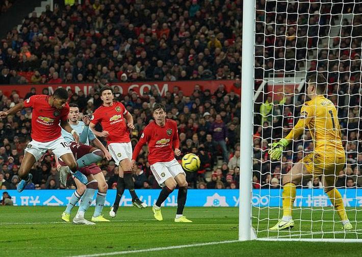 Mất điểm ngỡ ngàng sân nhà, Man United ngày càng xa Top 4  - Ảnh 3.