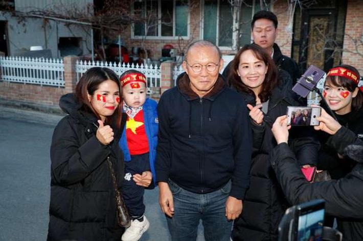 HLV Park Hang-seo: Thật tuyệt khi được về thăm quê - Ảnh 2.