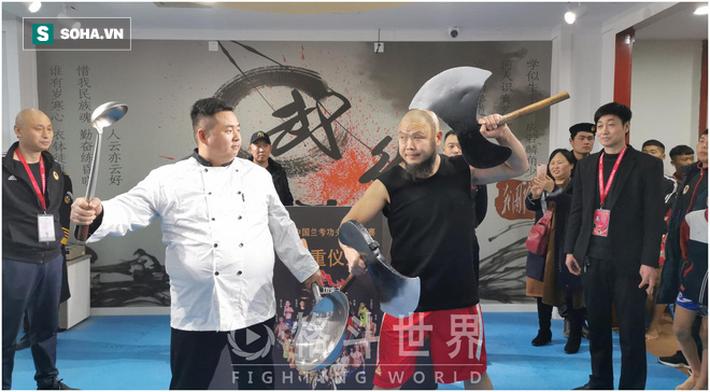 """""""Lỗ Trí Thâm"""" làng võ Trung Quốc hạ đo ván võ sĩ hơn 200kg sau màn tỉ thí như """"tấu hài"""" - Ảnh 2."""