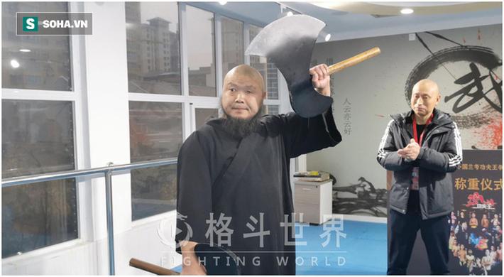 """""""Lỗ Trí Thâm"""" làng võ Trung Quốc hạ đo ván võ sĩ hơn 200kg sau màn tỉ thí như """"tấu hài"""" - Ảnh 3."""