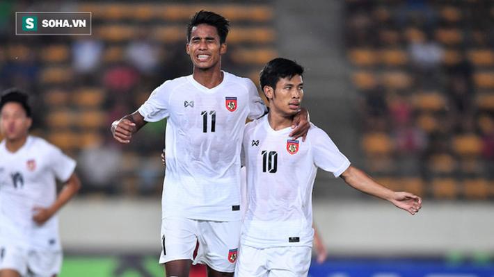 Ăn đứt Thái Lan, song Việt Nam vẫn xếp dưới 2 đội bóng Đông Nam Á về thăng tiến trong năm - Ảnh 1.