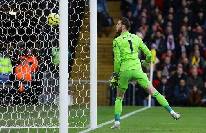 De Gea mắc sai lầm thảm họa, Man United cúi đầu rời sân của đội bét bảng - Ảnh 2.