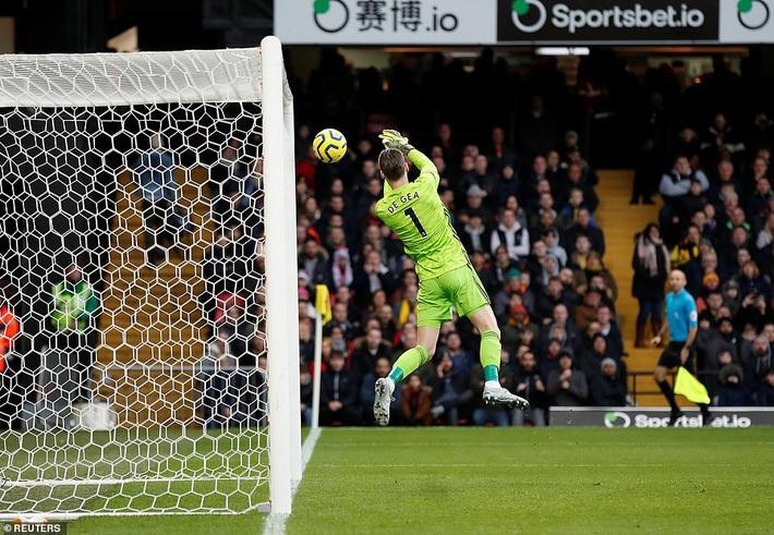 De Gea mắc sai lầm thảm họa, Man United cúi đầu rời sân của đội bét bảng - Ảnh 1.