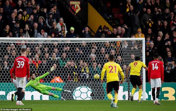 De Gea mắc sai lầm thảm họa, Man United cúi đầu rời sân của đội bét bảng - Ảnh 5.