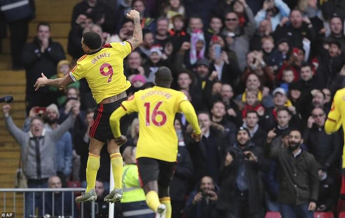 De Gea mắc sai lầm thảm họa, Man United cúi đầu rời sân của đội bét bảng - Ảnh 6.
