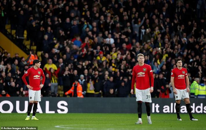 De Gea mắc sai lầm thảm họa, Man United cúi đầu rời sân của đội bét bảng - Ảnh 7.