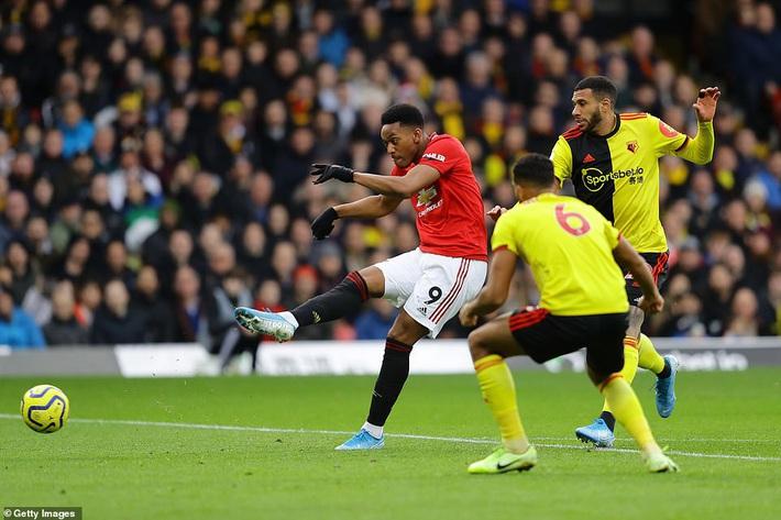 De Gea mắc sai lầm thảm họa, Man United cúi đầu rời sân của đội bét bảng - Ảnh 9.