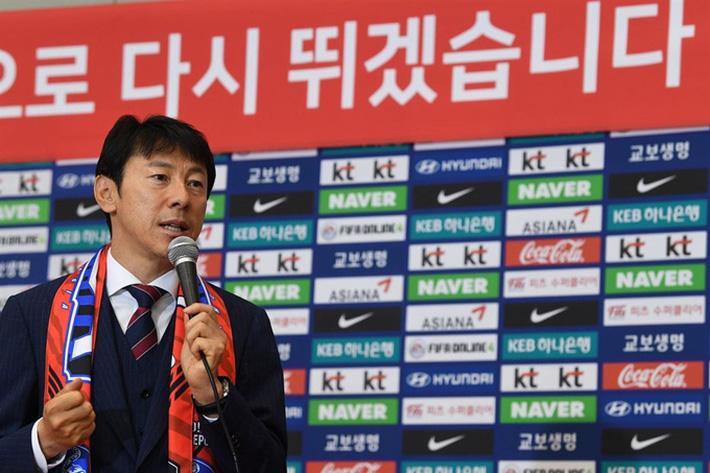 Nhận lương triệu đô, HLV Shin Tae-yong vẫn bị huyền thoại Indonesia chê dưới tầm ông Park - Ảnh 1.