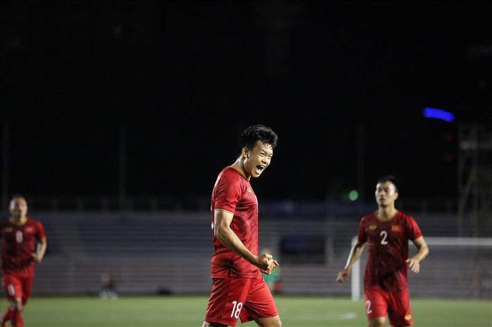 Đội tuyển U22 Việt Nam vẫn thi đấu với Singapore dù siêu bão Kammuri đổ bộ - Ảnh 1.