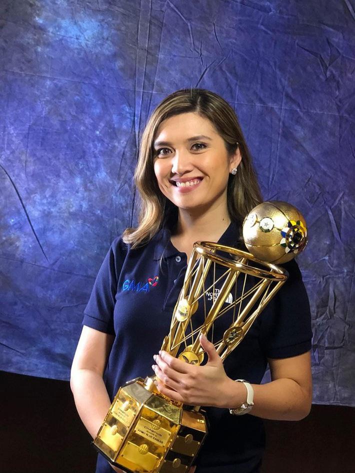 Nữ phóng viên Philippines phát ngôn sốc về SEA Games 30 là ai? - Ảnh 11.