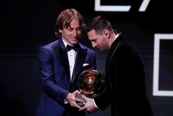 Lionel Messi lưu danh lịch sử với Quả bóng vàng thứ 6  - Ảnh 4.